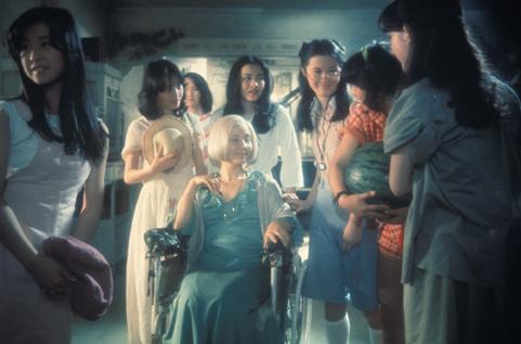 """Kumiko Oba (""""Fantasy""""), Masayo Miyako (""""Sweet""""), Eriko Tanaka (""""Melody""""), Kimiko Ikegami (""""Gorgeous""""), Ai Matsubara (""""Prof""""), Mieko Sato (""""Mac""""), Miki Jinbo (""""Kung Fu""""); seated: Yoko Minamida (""""Gorgeous's Aunt"""")"""